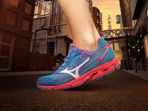 21343464aceb ... disappeared from the Mizuno line three years ago, there's been a  subsequent hole for a lightweight support shoe. Enter, the new Mizuno Wave  Catalyst to ...