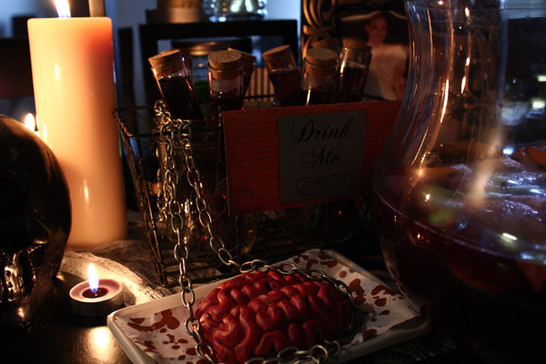 Halloween table decorations, candles, test tube shots, brain, chain, sangria