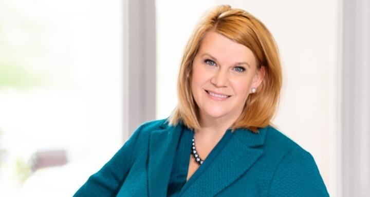 Headshot of Laura Hudson