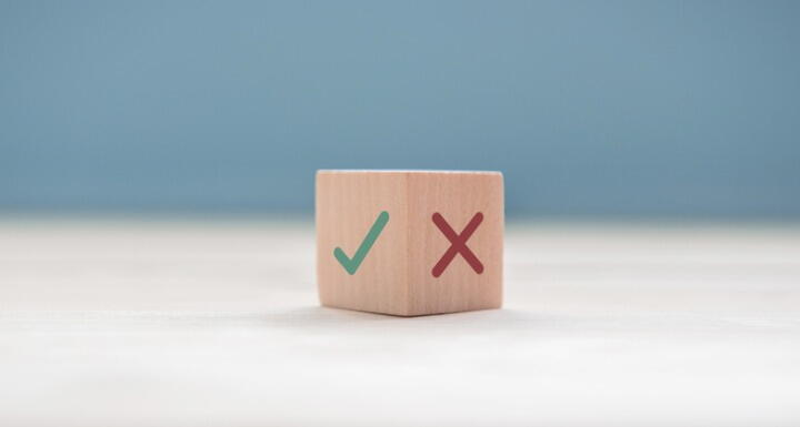 checkmark and x on wooden block