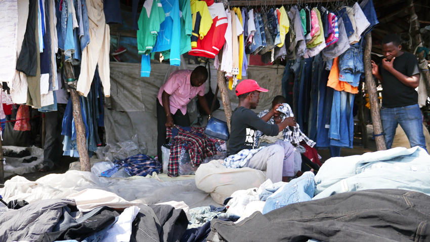Secondhand clothing market in Mozambique