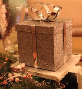 Holidays, boxes, planet aid, sustainability