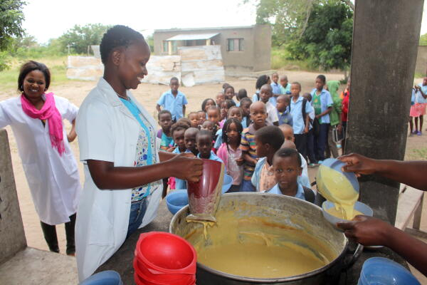 food for knowledge, children, beneficiaries, school, education, nutrition, planet aid, mozambique