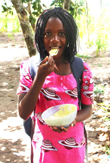 food for knowledge, beneficiary, girl, mozambique, nutrition, food, planet aid