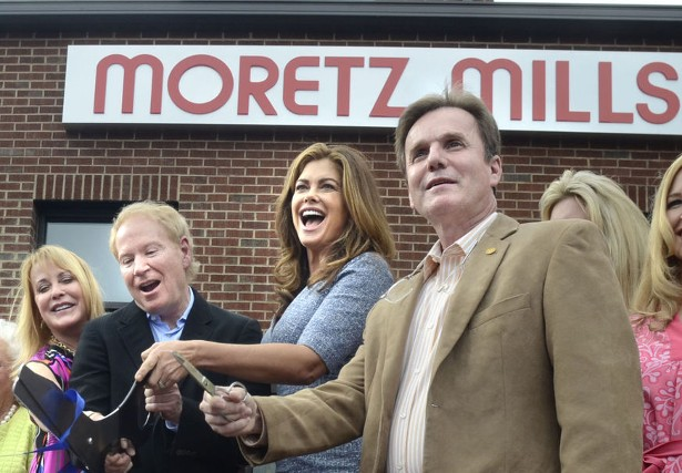Marilyn and John Moretz, and Kathy Ireland along with Hank Guess, cut the ribbon at the Moretz Mills' grand opening Friday afternoon.  (Image: Robert C. Reed)
