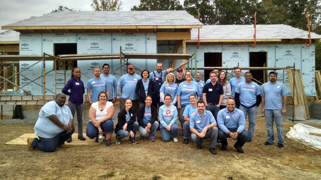 Walgreens Volunteers on the Jobsite