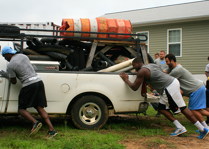 UNC Athletes Volunteer